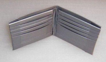 Gör en fräck plånbok av silvertejp!